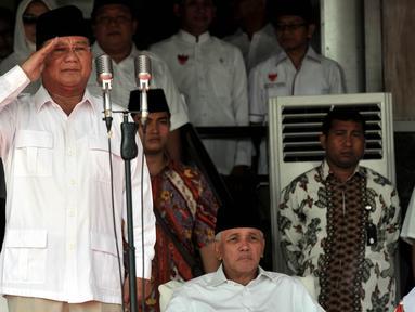 Prabowo Subianto melaksanakan upacara kemerdekaan di Nusantara Polo Club, Bogor, Minggu (17/8/14). (Liputan6.com/Johan Tallo)
