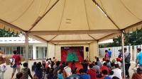 Panitia Indonesia Masters 2019 sengaja menyediakan layar untuk mengantisipasi membludaknya penonton laga final. (Bola.com/Zulfirdaus Harahap)