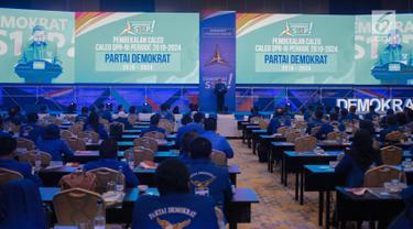 Ketua Umum Partai Demokrat Susilo Bambang Yudhoyono (SBY) saat membuka Pembekalan Caleg Partai Demokrat di Jakarta, Sabtu (10/11). Pembekalan tersebut merupakan salah satu strategi untuk memenangkan Pileg 2019. (Liputan6.com/Faizal Fanani)