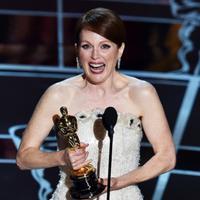 Julianne Moore meraih Oscar pertama setelah lima kali masuk nominasi