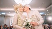 Resmi Suami Istri, Ini 5 Momen Rezky Aditya Cium Mesra Citra Kirana (sumber: Instagram.com/rezkyciki_stories)