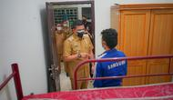 Wali Kota Medan, Bobby Nasution, menyempatkan mengunjungi warga asal Bieruen yang telah diberikan tempat tinggal layak di rumah singgah Dinas Sosial Medan di Komplek Griya Pinang Mas, Kecamatan Medan Sunggal