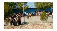 Anak-Anak Sekolah Dipulangkan Usai Gempa Bumi di Lombok. (Twitter @Sutopo_PN)