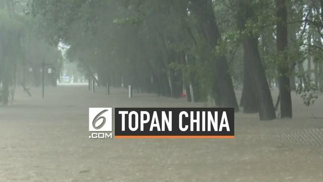 Topan lekima yang menerjang China memakan puluhan korban jiwa dan merusak bangunan dan rumah warga setempat. Sejumlah momen dramatis tertangkap kamera saat bencana terjadi.