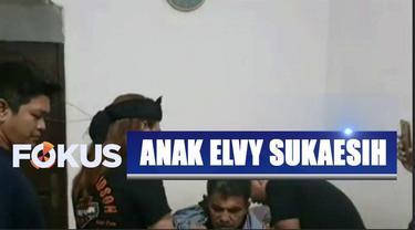 Anak ratu dangdut Elvy Sukaesih dinyatakan mengalami gangguan kejiwaan setelah diamankan petugas karena mengamuk dan merusak toko kelontong dekat rumah.