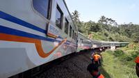 Penumpang kereta api diharap bersabar. KA dengan rute melintasi Garut bakal berjalan lebih pelan dari biasa. (Liputan6.com/Jayadi Supriadin)