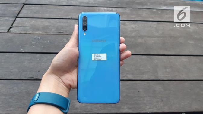 Tampak belakang Galaxy A70. (Liputan6.com/ Agustin S. Wardani)
