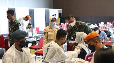 """TNI bersama Perwakilan Umat Budha Indonesia (Walubi) kembali menggelar """"Serbuan Vaksinasi Dosis Kedua"""" dengan jenis vaksin Sinovac."""