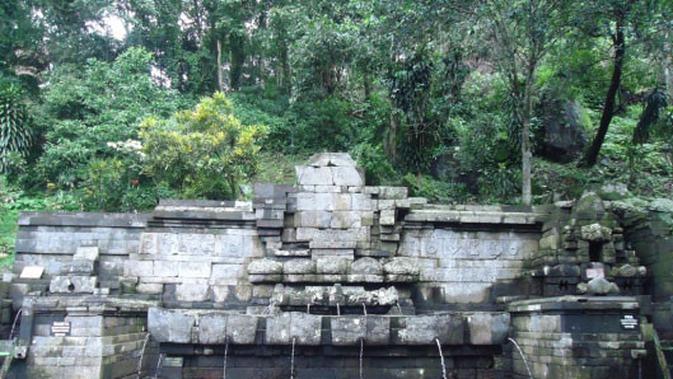 Petirtaan Jolotundo (Sumber: Dinas Pariwisata, Kepemudaan dan Olahraga Kabupaten Mojokerto)