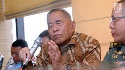 Menteri Pertahanan, Ryamizard Ryacudu saat memberi keterangan terkait isu terorisme di Jakarta, Senin (14/5). Selain itu, pihak Kemenhan juga telah menyiapkan dua strategi dalam menanggapi gugatan Avanti Communications. (Liputan6.com/Helmi Fithriansyah)