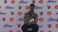 Jorge Lorenzo mengaku selalu antusias setiap berkunjung ke Indonesia, seperti saat menghadiri acara yang digelar Shell Indonesia, di Exodus Club, Kuningan City, Jakarta, Kamis (2/2/2017). (Bola.com/Andhika Putra)