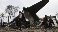 Pesawat Hercules C-130 milik TNI Angkatan Udara (AU) jatuh dan menimpa pertokoan sekitar pukul 12.00 WIB di Medan pada 30 Juni 2015. Sebanyak 141 orang tewas dalam kecelakaan tersebut. (Reuters)