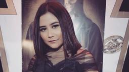 Prilly Latuconsina dikenal sebagai artis Indonesia yang punya wajah imut. Meski kerap tampil tertutup, akan tetapi aktris kelahiran 15 Oktober 1996 ini tetap terlihat memesona. (Foto: instagram.com/prillylatuconsina96)