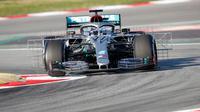 Pembalap Mercedes-AMG Petronas Valtteri Bottas saat tes pramusim Formula 1 (F1) hari pertama di Circuit de Catalunya, Montmelo, Spanyol, Rabu (19/2/2020). Valtteri Bottas menempati peringkat kedua dengan waktu 1 menit 17,133 detik. (AP Photo/Joan Monfort)