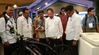 PT Astro Teknologi Internasional memamerkan produk Astro Bike pada acara Indonesia Startup Summit 2019 pada Rabu (10/4/2019). (Foto: Merdeka.com/Yayu Agustini Rahayu)