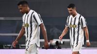 Kekalahan ini membuat Juventus terlempar ke posisi lima dengan 69 poin. Jika tidak memenangi tiga laga sisa, maka Juventus bakal 'turun kasta' ke Liga Europa musim depan. (AFP/Marco Bertorello)