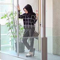 Style hijab monokrom. (via: dailymoslem.com)