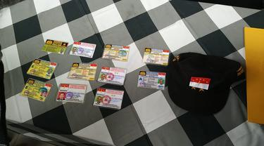 Polisi membeberkan berbagai kartu identitas yang dikeluarkan oleh Negara Kekaisaran Sunda Nusantara.