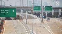 Kendaraan melintas di Tol Depok-Antasari seksi 1 usai diresmikan Presiden Joko Widodo kemarin (27/9) di Jakarta, Jumat (28/9). Sementara itu, selama seminggu ke depan, tarif tol Desari masih gratis. (Liputan6.com/Faizal Fanani)