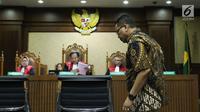 Terdakwa suap pengadaan dan pelaksanaan pembangunan kampus IPDN Sumbar KabAgam2011, Dudy Jocom saat sidang putusan di Pengadilan Tipikor Jakarta, Rabu (14/11). Dudy dinyatakan bersalah dan divonis empat tahun penjara. (Liputan6.com/Helmi Fithriansyah)
