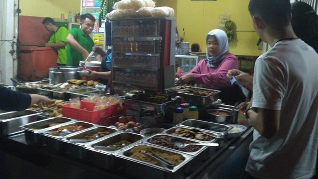 Kuliner Malam Jumat Menyantap Gulai Daging Sepuasnya Di Warung C