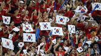 Suporter Timnas Korea Selatan U-23 di final sepak bola Asian Games 2018 di Stadion Pakansari, Cibinong, Sabtu (1/9/2018). (Bola.com/Dok. INASGOC)