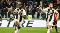 Penyerang Juventus, Moise Kean (kiri) merayakan gol ke gawang AC Milan bersama Miralem Pjanic, Sabtu (6/4/2019) malam WIB. Juventus menang dengan skor 2-1.  (AFP / Isabella Bonotti)