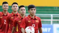 Gelandang Vietnam U-23, Luong Hoang Nam, optimistis timnya bisa melewati adangan dari Thailand dan Timnas Indonesia U-23 di Kualifikasi Piala AFC U-23 2020. (dok. VFF)