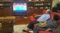 PM Malaysia Najib Razak dan istri menyaksikan babak final pertandingan bulu tangkis ganda campuran (Twitter/@NajibRazak)