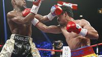 Floyd Mayweather vs Manny Pacquiao (AP Photo/John Locher)