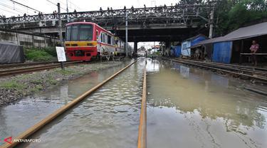 banjir-krl-antara-140129b.jpg