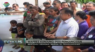 Jusuf Kalla habiskan akhir tahun dengan berkunjung ke Bali dan menemui para pengungsi Gunung Agung.