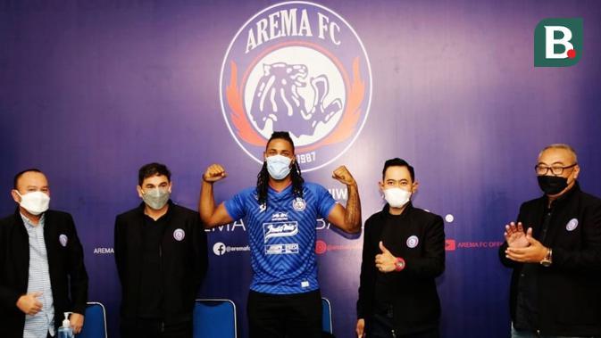 liga 1: mengklaim sebagai predator, striker baru arema justru dijuluki penyanyi dangdut