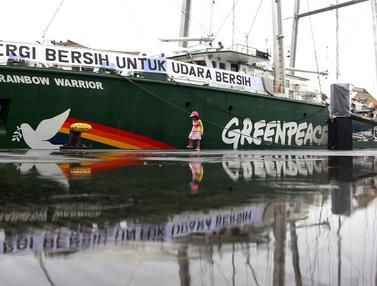 Kapal Greenpeace Rainbow Warrior