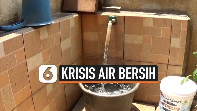Ratusan warga di Cilangkap, Jakarta Timur kesulitan air bersih selama hampir satu bulan terakhir.