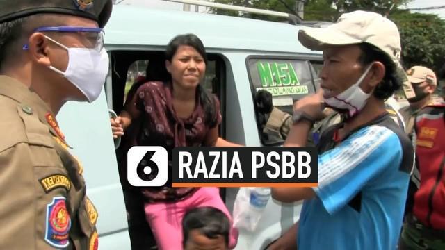 Petugas gabungan pemrov DKI Jakarta terus berpatroli mengimau warga untuk pastuh aturan PSBB seperti tidak berkerumun dan mengenakan masker.  Petugas bubarka ojol yang berkerumun dan menurunkan paksa penumpang angkot yang tidak mengenakan masker.