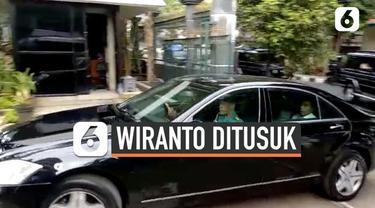 Presiden Joko Widodo tiba di RSPAD Gatot Soebroto untuk menjenguk Menko Polhukam Wiranto yang menjadi korban penyerangan orang tak dikenal saat kunjungan kerja ke Kabupaten Pandeglang, Banten, Kamis (10/10/2019).