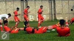 Pemain Persija saat melakukan latihan fisik di NYTC Sawangan, Depok (24/2/2016). Latihan ini persiapan Persija mengarungi turnamen Piala Bhayangkara dan Indonesia Super Competition (ISC) 2016. (Liputan6.com/Helmi Fithriansyah)