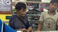 Lelaki Filipina menabung uang koin selama bertahun-tahun untuk membelikan anaknya sepatu (Dok. Facebook/Philippine trends and news)