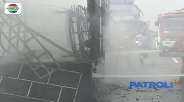 Sebuah truk terbakar di atas jembatan fly over di Deli Serdang akibat konsleting listrik. Sementara itu, sebuah angkot di Bogor juga terbakar akibat sistem pengapian aki kendaraan sambar saluran bahan bakar.
