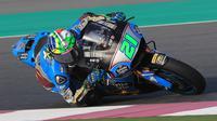 Pembalap Marc VDS, Franco Morbidelli saat beraksi dalam tes pramusim MotoGP 2018 di Sirkuit Losail, Qatar. (Twitter/Marc VDS)