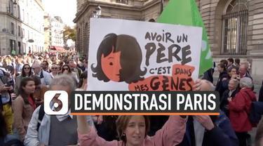 Masyarakat Paris turun ke jalan menolak RUU Bayi Tabung yang rencananya akan disahkan. Mereka menolak adanya kebijakan bayi tabung untuk pasangan lesbian.