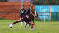PSM Makassar melawan Persiba Balikpapan dalam laga uji coba di Stadion Mini Cibinong, Bogor, Selasa (18/2/2020). (Bola.com/Abdi Satria)