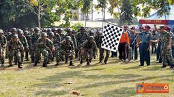 Citizen6, Sidoarjo: Setelah selesai apel khusus ini dilanjutkan dengan lomba try Out Halang Rintang (HR) dilapangan Halang Rintang Brigif-1 Marinir yang diikuti oleh 7 Tim Binsat Pasmar-1. (Pengirim: Budi Abdillah)