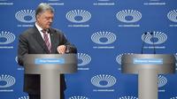 Petro Poroshenko, capres petahana Ukraiana debat pilpres dengan podium kosong. (AFP)