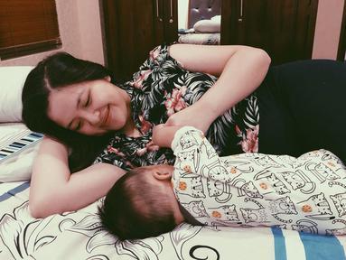 Sebagai orang tua baru, Tasya Kamila berusaha memberi yang terbaik untuk sang anak. Tasya pun fokus mengurus anak dan memberi ASI eksklusif untuk sang buah hati. (Liputan6.com/IG/tasyakamila)
