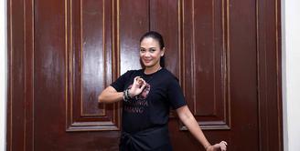 Puluhan judul sinetron dan film telah dibintangi oleh Dian Nitami. Istri dari artis Anjasmara itu kini mulai jarang terlihat di layar kaca. Lantas apa yang membuat Dian Nitami jarang muncul di layar kaca? (Nurwahyunan/Bintang.com)