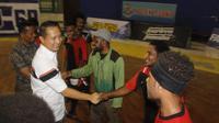 Kapolres Jember adalah mendukung tim futsal Cendrawasih FC, klub mahasiswa Papua yang akan bertanding di turnamen futsal Kapolres Cup memperingati HUT ke-74 RI. (Liputan6.com/ Dian Kurniawan)