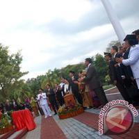 Peresmian patung pendiri IPDN. (via: Antaranews)