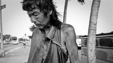 Fotografer Ini Mendokumentasikan Hidup Ayahnya Sebagai Tunawisma